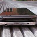 Die Oberseite ziert bei beiden Geräten ein Infrarotsender. Das S5 bietet hier die Kopfhörerbuchse, das M8 den Einschalter. (Bild: netzwelt)