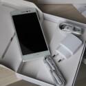 In der Box des Ascend P7 befinden sich Kopfhörer, Netzteil und Datenkabel. (Bild: netzwelt)