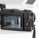 Das Touchdisplay löst mit über einer Million Bildpunkten auf, und das Kameramenü kann nach den Wünschen des Fotografen angepasst werden. (Bild: netzwelt)