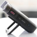 Das Gehäuse ist komplett aus Kunststoff gefertigt und im Gegensatz zum Legria mini hat der mini X ein besseres Mikrofon eingebaut. (Bild: netzwelt)