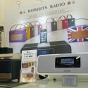 Roberts' Messestand: Mit Kofferradios auf der High End. (Bild: netzwelt)