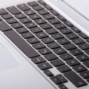 Auf der Tastatur lässt es sich ohne große Umgewöhnung schreiben. Leider fehlt die Hintergrundbeleuchtung. (Bild: netzwelt)