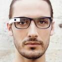 Extra für die Datenbrille hergestellte Gestelle sollen die Nutzung von Glass trotz Sehschwäche ermöglichen. (Bild: Google)