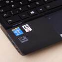 Ein Aufkleber macht auf den verbauten Intel Core i7 vPro aufmerksam. (Bild: netzwelt)