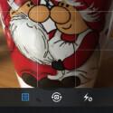 Suchen Sie sich ein Motiv und drücken Sie auf den blauen Auslöser. Alternativ greifen Sie links vom Auslöser auf die Bildergalerie Ihres Geräts zu. Rechts vom Auslöser wechseln Sie in den Videomodus. Direkt über dem Auslöser wechseln Sie von der rückwärtigen Kamera auf die Frontkamera. Außerdem können Sie den Blitz an- und ausschalten sowie ein Raster für die optimale Ausrichtung des Bilds einblenden. (Bild: Screenshot/Instagram)