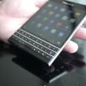 Unter dem Display befindet sich eine dreizeilige QWERTZ-Tastatur. (Bild: PhoneArena)