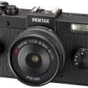 Die Q-S1 setzt weiterhin auf Retro-Design. Die Systemkamera ist mit einem 12-Megapixel-BSI-CMOS-Sensor ausgestattet. (Bild: Ricoh)