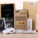 Samsung legt dem S5 mini Akku, Kurzanleitung, Kopfhörer nebst Aufsätzen, Netzteil und Datenkabel bei. (Bild: netzwelt)