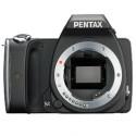 Der Body der Kamera fällt vergleichsweise klein aus. (Bild: digicame-info.com)