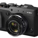 Die Fujifilm X30 ist nun mit stärkeren Akkus ausgestattet und soll 470 Bilder pro Ladung schaffen. (Bild: Fujifilm)