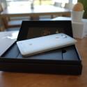 Großes Silbernes im kleinen Schwarzen: Das Huawei Ascend Mate 7 kommt in einem kompakten Karton ins Haus.