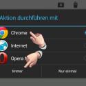 """Besuche jetzt beispielsweise aus einer E-Mail heraus eine beliebige Webseite, indem du einen Link anklickst. Dein Smartphone fragt jetzt, mit welchem Browser der Link geöffnet werden soll. Klicke zum Beispiel """"Chrome"""" an und anschließend auf """"Immer"""", um Chrome als Standard-Browser festzulegen. Das war es. Zukünftig werden alle Webseiten immer mit dem Chrome-Browser geöffnet."""
