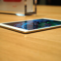 Genau hinschauen! Das iPad Air 2 ist nur 6,1 Millimeter dick.