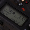 Das LC-Display zeigt die wichtigsten Parameter an und kann auch bei starkem Sonnenschein gut eingesehen werden. In der Nacht kann es beleuchtet werden.