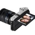 12:15 Uhr: Kompakte Systemkamera Samsung NX300M, 20,3 Megapixel, 2-fach optischer Zoom, 8,4 cm (3,3 Zoll) Touchscreen, inklusive 18-55 mm OIS i-Function Objektiv.