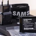 Der Samsung-Akku hat eine Kapazität von 1.830 Milliamperestunden und ist etwas schwächer als beispielsweise der Akku einer Nikon D750, der 1.900 Milliamperestunden besitzt.