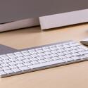 Im Lieferumfang enthalten ist die drahtlose Tastatur und Apples Magic Mouse enthalten. Alternativ lässt sich der iMac auch mit dem Magic Trackpad ordern. Wir raten zu letzterem.