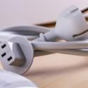Handelsübliche Stromkabel sind nicht zum iMac kompatibel.