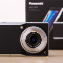 Die Kompaktkamera ist leicht für eine Digitalkamera, aber schwer für ein Smartphone.