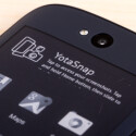 Bis zu vier eigene Android-Startbildschirme lassen sich für das rückseitige Display konfigurieren.