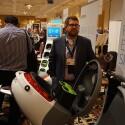Der ehemalige HTC-Mitarbeiter Matthew Taylor stellt im Rahmen der CES den Elektroroller Gogoro Smartscooter vor.