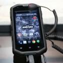 Als Betriebssystem fungiert auf den Smartphones Android 4.4 KitKat. Ein Lollipop-Update ist geplant.