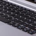 Der Tastatur fehlt eine Hintergrundbeleuchtung. Und auch der Druckpunkt könnte unserer Meinung nach präziser sein.