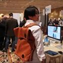 Der HiSmart Bag von Lepow verbindet sich via Bluetooth mit einem Smartphone und bietet dann einfache Tasten, um Anrufe anzunehmen oder Musik zu steuern. Eine Kickstarter-Kampagne ist in Planung. (Quelle: The Verge)