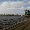 Hamburger Hafen bei freundlichen Wettern.