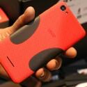 Gummierte Griffeinlagen sollen für einen besseren Halt des Billy 5S LTE in der Hand sorgen. (Bild: netzwelt)