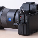Für Videographer unverzichtbar, die Alpha 7 II besitzt einen Mikrofoneingang und einen Kopfhörerausgang. Die Sony gibt das Video über HDMT live aus.