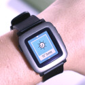 Das E-Paper-Display von Pebble Time ist bunt.