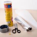 Chips-Kamera: Backpapier, Klebeband, Schere, Alufolie und Reißzwecke benötigt ihr für unseren Bastelspaß.