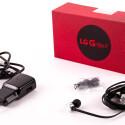 Natürlich legt LG dem G Flex 2 ein Datenkabel, Netzteil, und Kopfhörer bei.