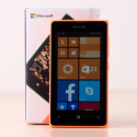 Das Microsoft Lumia 435 bietet ein 4-Zoll-Display.