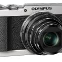Die Stylus SH-2 wird in Schwarz und Silber ab Mitte März für 299 Euro in den Handel kommen.