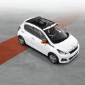 Von Innen und Außen aufgepeppt: Peugeot 108 Roland Garros. Kontrastfarben sorgen auf dem Blech für Abwechselung, im Innenraum...