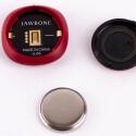 Die Akkulaufzeit ist Dank Knopfzellenbatterie mit 4 bis 6 Monaten recht lang.