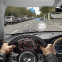 Die Datenbrille im Retrodesign hilft auch bei der Navigation.