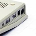 Das Gehäuse orientiert sich am klassischen Design des C64.