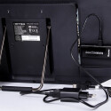Der Micro PC im HDMI-Anschluss eines Monitors.