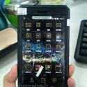 Ein angeblicher Prototyp des Huawei P8 in Aktion, das Smartphone...