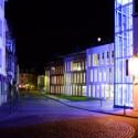 Siegburg bei Bonn entwickelt sich mehr und mehr zu einer sehr fotogenen Stadt. Das neue Parkhaus am Krankenhaus ist abends effektvoll beleuchtet - Belichtungszeit drei Sekunden.