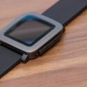 ...verfügt über ein E-Ink-Farbdisplay. Außerdem ist die Smartwatch wasserdicht.