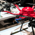 Dieser Hexacopter kann DSLRs tragen.