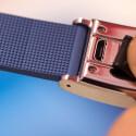 Geladen wird der Tracker via Micro-USB.