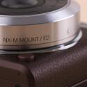 Der NX-M Mount ist ein eigenständiger Objektivanschluss. Objektive des NX-Systems können nur über einen Adapter an der NX mini verwendet werden.