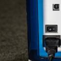 Netzstecker, USB-Anschluss und Anschaltknopf sind an der Seite verortet. (Bild: netzwelt)