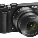 Neben Silber und Weiß, wird die Nikon 1J5 aber auch im traditionellen schwarzen Gehäuse im Handel erhältlich sein.