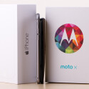 Das Moto X (2013) ist hingegen deutlich dicker als das iPhone 6.